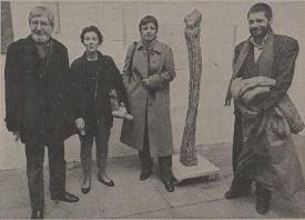 Deuxième depuis la gauche, Françoise Maréthoz lors de remise des prix aux lauréats pour l'animation artistique de l'hôpital, en mars 1987. BCU