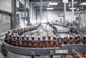 Le conditionnement des bouteilles : dernière étape avant la commercialisation du breuvage. @Simon Gabioud