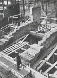 La construction du stade, ici les gradins de la tribune principale, a été réalisée entre septembre 1959 et juillet 1960. Images tirées du Bulletin technique de la Suisse romande, 1961