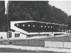 Le restaurant et la tribune principale du Stade Municipal, lors de l'inauguration, le 11 septembre 1960. Force est de constater que l'ouvrage ressemble à s'y méprendre à ce que l'on peut voir aujourd'hui. Images tirées du Bulletin technique de la Suisse romande, 1961