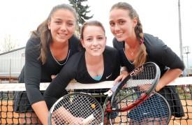 Emma Cuagnier, Tiffany Boissenot et Luna Milovanovic (il manque Natacha Petrovic) défendront les couleurs du TC Yverdon en Ligue nationale C. C'est historique! © Michel Duperrex