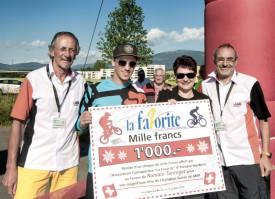 Le sécrétaire Raymond Briand, le spécialiste de BMX Romain Tanniger , Valérie Jaggi Wepf, municipale d'Yverdon, et le président Renato Lauria. ©Champi