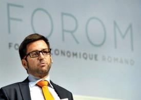 Fondateur et président du Forum économique, Cédric Borboën a accueilli les participants devant la nouvelle identité visuelle de la manifestation. © Michel Duperrex