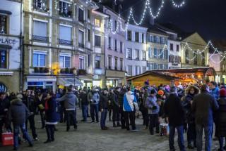 Le passage à l'année 2015 a été célébré comme il se doit sur les pavés du centre-ville d'Yverdon-les-Bains. © Champi