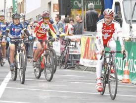 Danilo Wyss ouvre la route aux écoles de vélo. © Pierre Blanchard