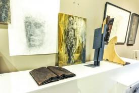 Les oeuvres sont dépourvues de clés de lecture à l'endroit où elles sont exposées, mais un fascicule disponible au musée renseigne sur leur nom et leur auteur. © Carole Alkabes