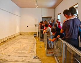 La Villa romaine d'Orbe renferme le plus grand ensemble de mosaïques découvert au nord des Alpes, un joyau qui pourrait se dégrader si rien n'est entrepris pour le préserver. © Juillerat -a