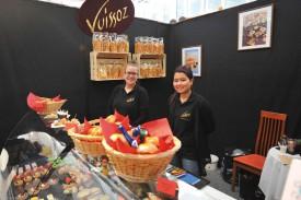 Christelle Nesi et May Beati attendaient les gourmets au stand du restaurateur Vuissoz. © Carole Alkabes