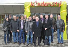 Les représentants de l'Executif, des chefs de service et les responsables de la communication d'Yverdon-les-Bains ont découvert Kindercity à Volketswil. ©Michel Duperrex