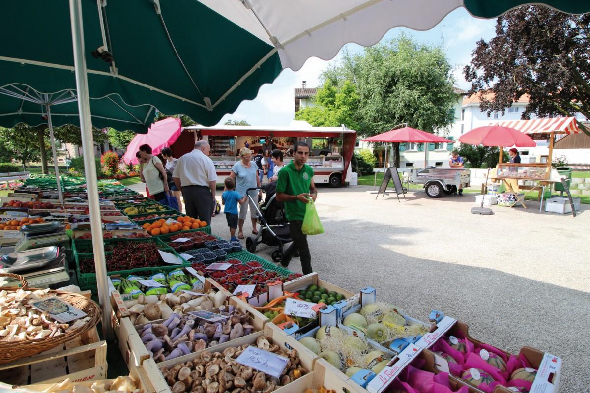 Le premier marché du village est né