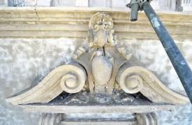 Le sablage a eu pour conséquence la dégradation des façades et des ornements. © Duperrex -a