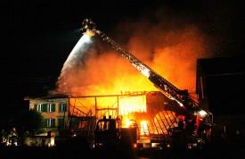 Le feu s'est déclaré un soir d'orage et a détruit l'appareil.