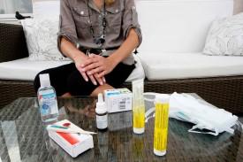Bien se laver les mains et éviter les contacts dans les zones à risques. Sous peine de connaître une semaine difficile comme celle qu'a vécu Adeline.