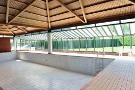 Le bassin sera prochainement remplacé par un mini-tennis.