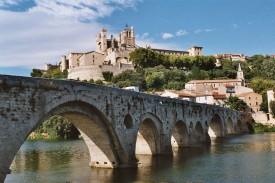 Avant de se jeter dans la mer Méditerranée, l'Orb de l'Hérault passe à Béziers, ici sous son fameux pont romain.