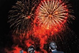 Comme dans les plus belles fêtes, l'anniversaire de Reuge a été clôturé par un feu d'artifices. © Bobby C. Alkabes