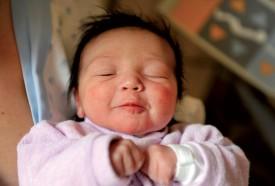 La petite Alia, toute mignonne avec sa chevelure noire bien fournie. ©Michel Duperrex