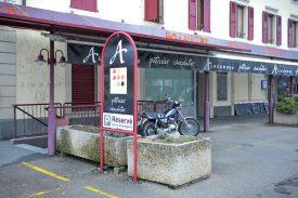 Le célèbre «A» d'Alexandre orne la boulangerie de la rue de la Plaine, à Yverdon-les-Bains, depuis 2008. Le patron espère encore pouvoir redonner du travail à sa vingtaine d'employés. ©Carole Alkabes