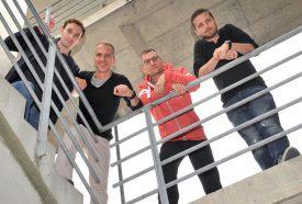 Deuxième depuis la gauche, Laurent Balmelli, ici avec ses collaborateurs de la start-up Strong.codes, aurait été engagé par la firme américaine Snapchat. ©Duperrex-a