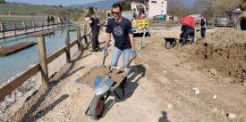 Les bénévoles ont déplacé plus de vingt tonnes de matériaux (sable, gravats, terre). Et ils ont fait bien plus que ce qui était prévu. ©Michel Duperrex