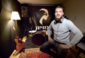 Jimix, dans son propre studio. ©Michel Duperrex / Charles Baron
