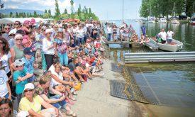 Le public est venu en masse assister aux diverses démonstrations, notamment celle de l'intervention des plongeurs de la Gendarmerie pour libérer les occupants d'une voiture immergée. ©Carole Alkabes