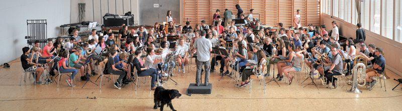 Une vingtaine de musiciens feront leurs premiers pas, ce soir, en tant qu'improvisateurs aux côtés de deux professionnels. ©Carole Alkabes