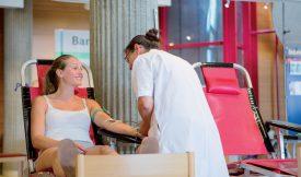 Active dans le milieu médical, Auréane Schenk donne son sang, pour la 8e fois, avec le sourire. ©Simon Gabioud