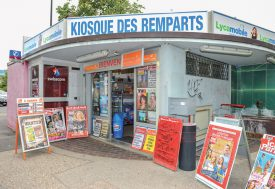 Depuis la légalisation de produits à base de cannabidiol, certains kiosques voient une nouvelle clientèle affluer. ©Carole Alkabes