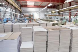 A Yvonand, l'immense halle ne verra bientôt plus passer livres, catalogues et calendriers en ses murs, au plus grand désarroi de la trentaine d'ouvriers qui s'y activent. ©Simon Gabioud