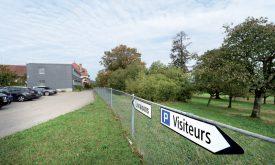 La nouvelle annexe de l'EMS du Château de Corcelles-près-Concise, pourrait ouvrir ses portes d'ici à 2021, sur la parcelle agricole. ©Michel Duperrex