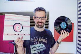 L'ancienne graveuse de vinyles a été modernisée pour produire de nouveaux sons. ©Charles Baron