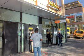 Dès le 1er novembre, la zone dédiée à l'accueil des clients, avec ses guichets, sera fermée. La filiale restera toutefois ouverte pour conseiller des clients, uniquement sur rendez-vous. ©Carole Alkabes