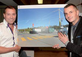 José Basset (à g.), de Vento Ludens Suisse, et Marc Spitzli, des Services industriels de Genève, représentaient BavoisEole à Penthéréaz. ©Michel