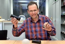 Daniel Rossier a inventé la technologie Soo en 2014 qui permet de connecter des objets du quotidien entre eux via des applications. ©Michel Duperrex