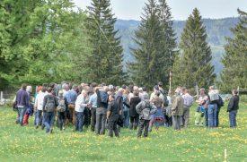 Après s'être baladée dans les alpages nord-vaudois afin de constater l'impact réel sur le paysage, la Cour administrative du Tribunal cantonal a entendu, hier, les arguments des différentes parties. ©Blanchard-a