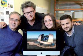 Les professeurs Lorenzo Zago et Laurent Jolissaint ainsi que leurs assistants Audrey Bouxin et Alicem Unal (de g. À dr.) se réjouissent d'apporter leur expertise en matière de télescopie pour la phase exécutive du projet du European Extremely Large Telescope (ELT). ©Michel Duperrex