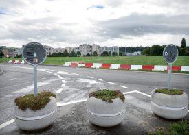 Depuis la rue de Graveline, la route passera au sud de Pierre-de-Savoie, sous la voie CFF, pour rejoindre Y-Parc. Les travaux débuteront début 2018 et dureront deux ans. ©Duperrex-a