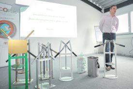 Avec le nouvel appareil, développé par la start-up Olifan, le contenu d'un sac poubelle de 60 litres peut être réduit dans un sac de 17 litres. ©Carole Alkabes