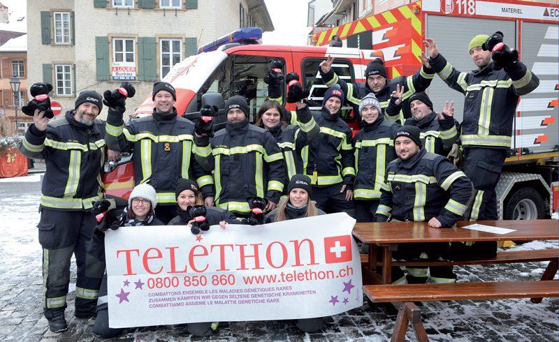 A Orbe, à la place du Marché, une bonne trentaine de pompiers ont participé à l'action tout au long de la journée de samedi. ©Michel Duperrex