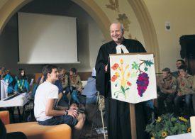 Le pasteur Alain Ledoux a de quoi avoir le sourire. Il a redynamisé l'image de l'Eglise dans sa paroisse, pour le plaisir de ses fidèles. ©DR