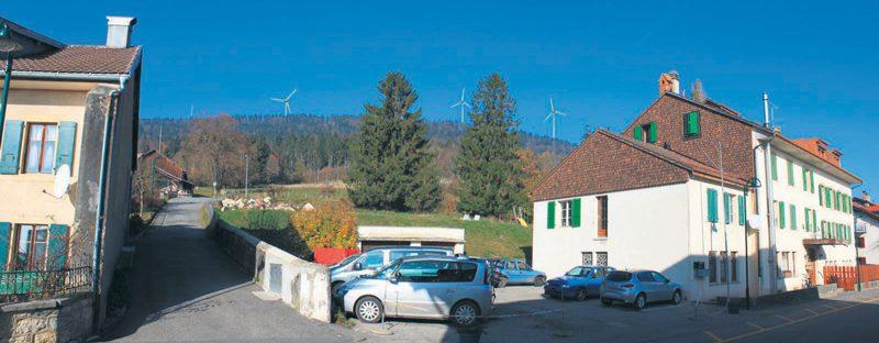 Le village de La Praz ne verra pas d'éoliennes sur ses crêtes, puisque le projet a été refusé. ©Profil Paysage