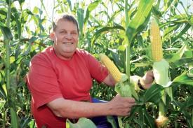 Alain Monnier a semé trois hectares de maïs Zéta. Il mise sur cette variété pour valoriser une parcelle qui aurait, en temps normal, servi de lieu de pâture, à moindre valeur ajoutée. ©Michel Duperrex