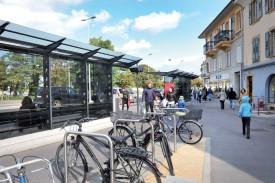 La mobilité douce -ici à la place Bel-Air- a est l'une des mesures résultant du projet AggloY. ©Michel Duperrex