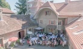 Le public lors d'une soirée consacrée à la danse, dans la cour du château de Montcherand, en août dernier. ©Blanchard-a