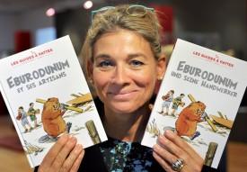 France Terrier présente les deux versions d'«Eburodunum et ses artisans». ©Michel Duperrex