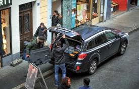 La reconstitution achevée, les policiers évacuent leur matériel. ©Carole Alkabes