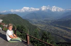 Antoine Bodmer contemplant la majestueuse chaîne de l'Himalaya. ©Patrick Genaine