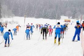 Les hommes prennent le départ du coté de La Caravane. Plus de 200 concurrents se sont mesurés les uns aux autres sur le Balcon du Jura.