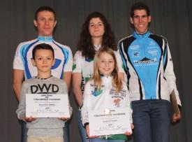 Cinq des dix régionaux qui ont remporté des titres de champions vaudois, en haut, de g. à dr.: Laurent Garnier (Amis cyclistes du Nord), Elma Tschümperlin et Cédric L'Eplattenier (VTT Balcon du Jura). En bas: Alexandre Emmel (BMX Nord vaudois) et Elodie Python (Balcon du Jura). Les cinq autres lauréats n'étaient pas présents à l'événement. © Roger Juillerat